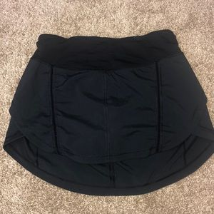 Lululemon black running tennis skirt 6 tall